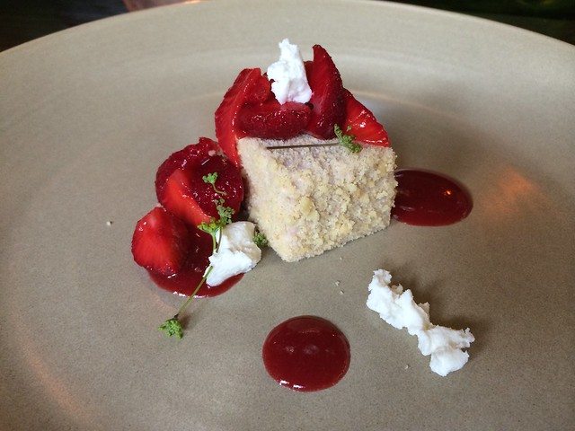 Corn-crusted strawberry cheesecake - Le Pigeon