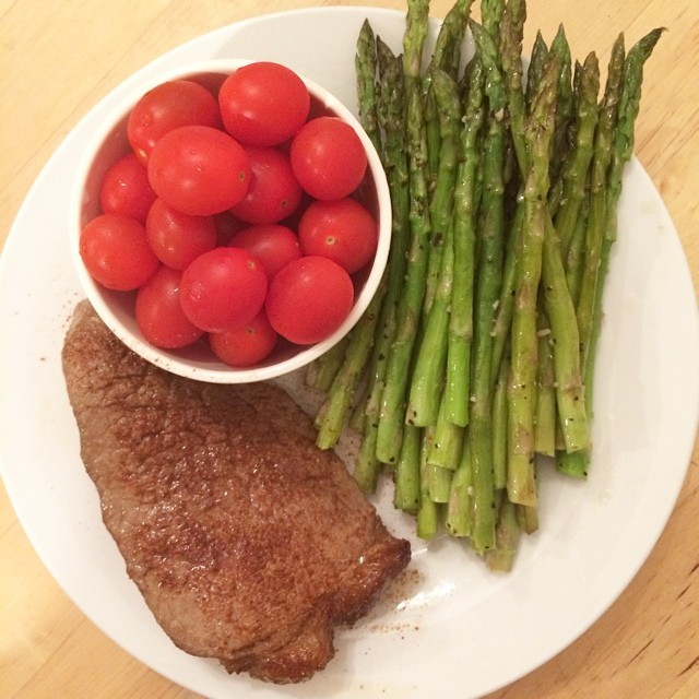 Day 25, #whole30 - dinner (broiled steak, roasted asparagus, tomatoes)