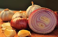 plant(0.0), vegetable(1.0), onion(1.0), shallot(1.0), produce(1.0), food(1.0),