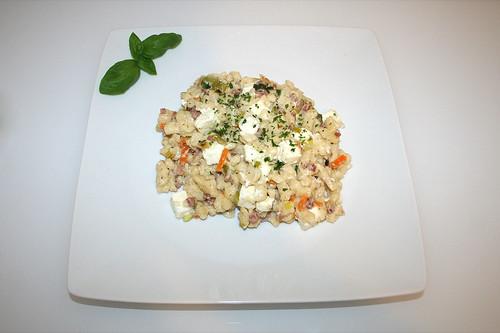 43 - Speck-Käsespätzle mit Lauch, Möhren & Feta - Serviert / Bacon cheese spaetzle with leek, carrots & feta - Served