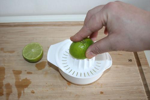 23 - Limone auspressen / Squeeze lime