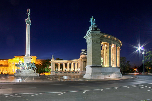 street longexposure monument night square hungary budapest heroes 550d