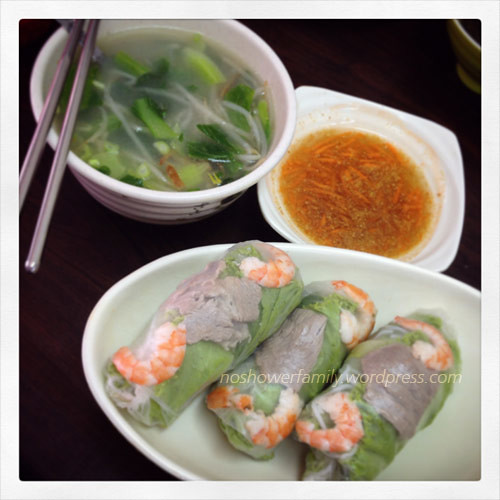 Vietnamese-Spring-Rolls,-vegetable-soup