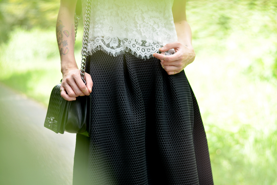 Reserved structured skirt Mink Pink lace top flower crown DIY Chanel Le Boy bag Berliner Blogger Ricarda Schernus CATS & DOGS 2