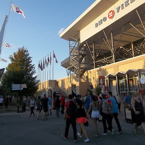 Walking by BMO Field #toronto #Torontophotos #bmofield #cne #exhibition