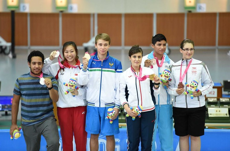 Teh Xiu Yi (second from left), flashing her silver medal with the other winners (picture via Xinhua)