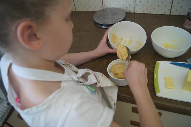 Gluten free English muffins DSC00067