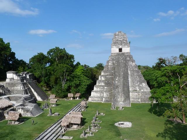 La Gran Plaza de Tikal (Guatemala) desde el Templo II