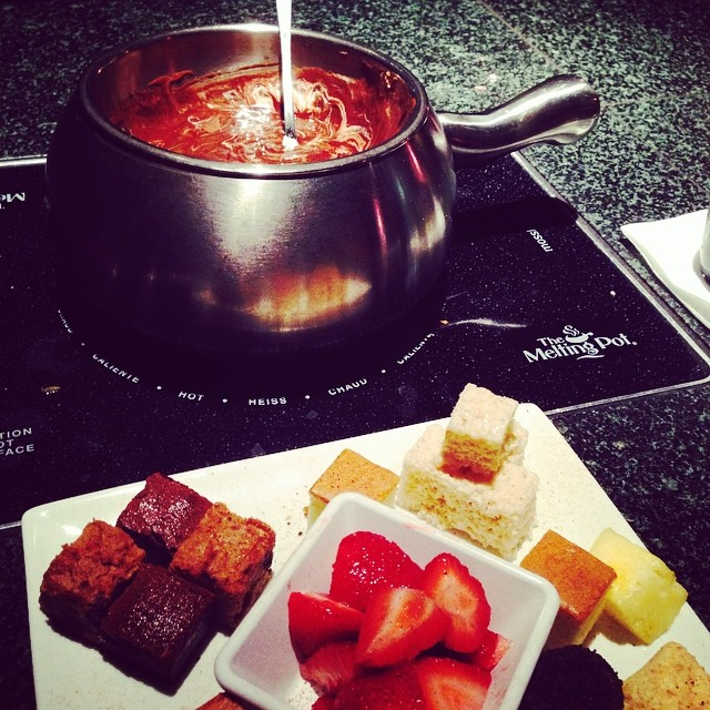 Somehow I ALWAYS pick this place for my birthday celebration dinner. #fondue #earlybdaycelebration #smores
