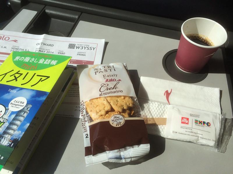 コーヒーとスナック菓子