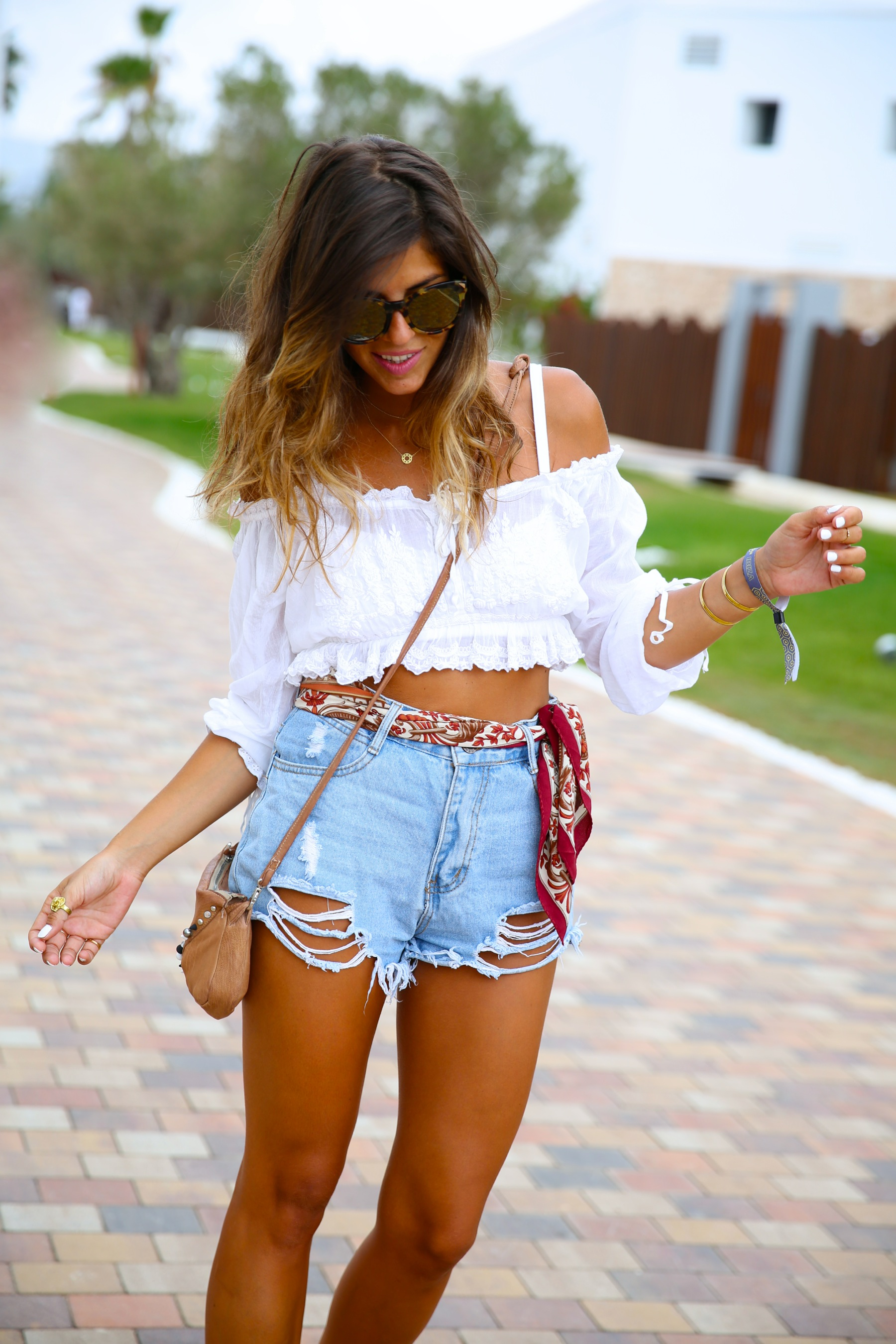 trendy_taste-look-outfit-street_style-ootd-blog-blogger-fashion_spain-moda_españa-hard_rock_hotel-ibiza-palladium-shorts_vaqueros-denim_shorts-boho-verano-summer-hippie-pañuelo-16