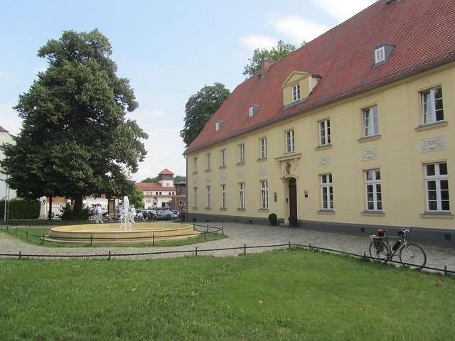 Das Schloss Diedersdorf ... nix mehr als ein geschickt vermarkteter Biergarten.