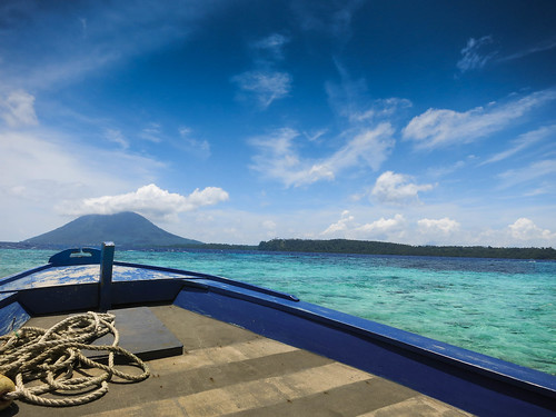 sea indonesia volcano holidays diving bunaken