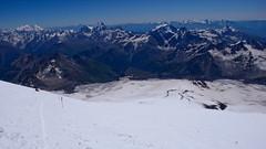 Zejście ze szczytu Elbrus 5642m. Trawers (5200m) nad Skałami Pastuchova.