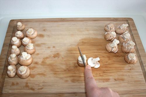 18 - Pilze in Scheiben schneiden / Cut mushrooms in slices