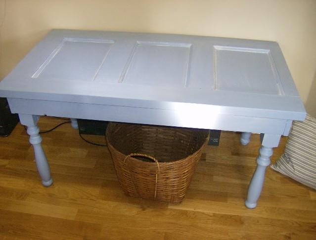 Mira las preciosas mesas que puedes hacer con viejas - Mesas con puertas ...