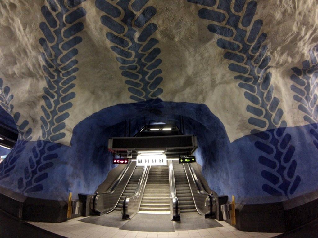 Interior de los túneles del metro de estocolmo metro de estocolmo - 14222539674 cd19bf0b6b o - Arte en el metro de Estocolmo