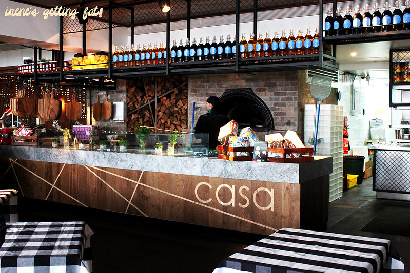 casa-pizza-counter