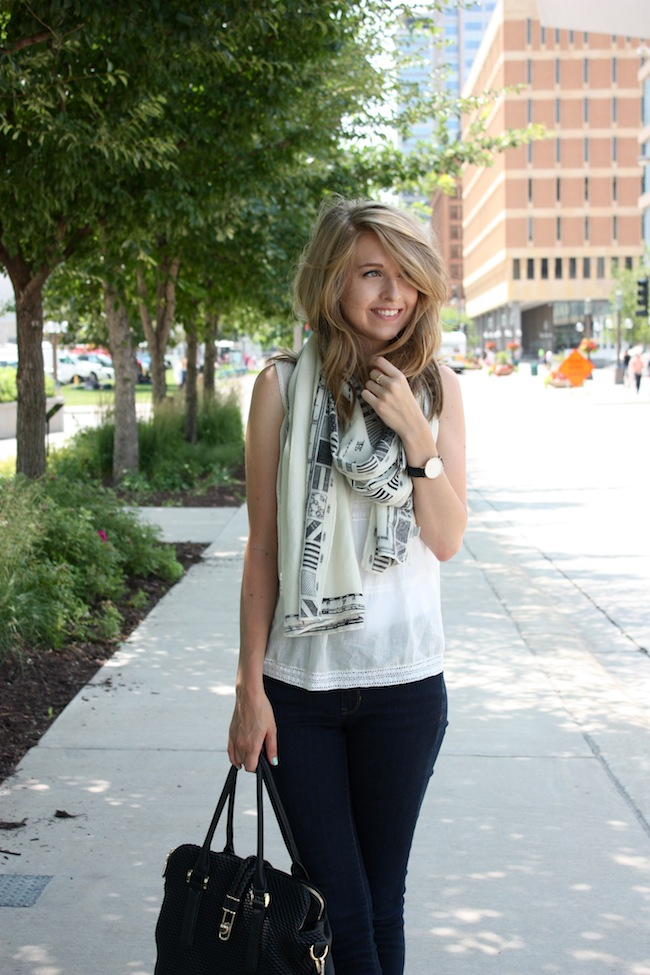 chelsea+lane+truelane+zipped+blog+madewell+gap+skinny+denim+justfab+gelsey+globetrotter3