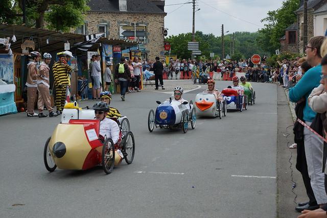 Course de voitures à pédales