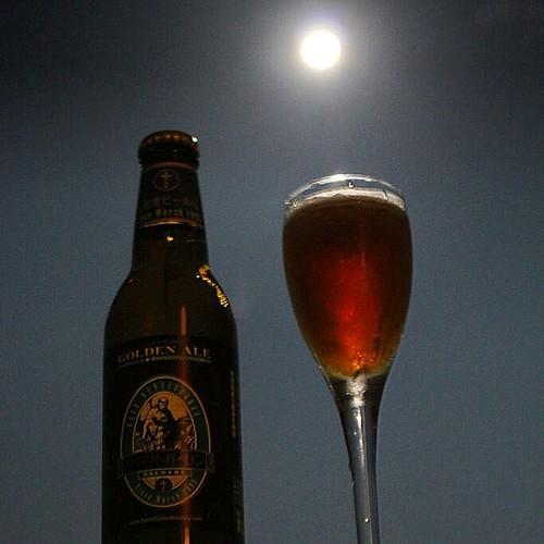 7/12はスーパームーン(月が最も地球に接近する時と満月が重なる現象)でした。 スーパームーンは通常の満月よりも大きさが約14%、明るさが約30%UPして見えるそう。 今年はあと8/11、9/9に観測出来るとか。月を見上げながら乾杯♪