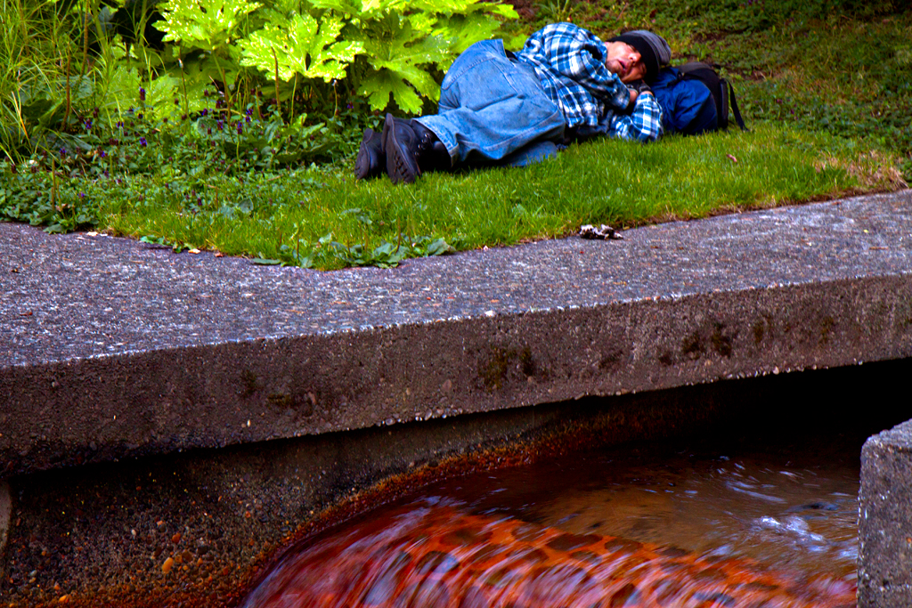 Man-sleeping-in-Keller-Fountain-Park-on-6-30-14--Portland