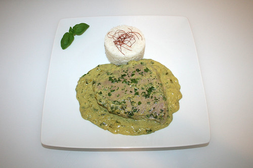 42 - Thunfisch-Steaks in Bananen-Kokos-Sauce - Serviert / Tuna steaks in banana coconut sauce - Served