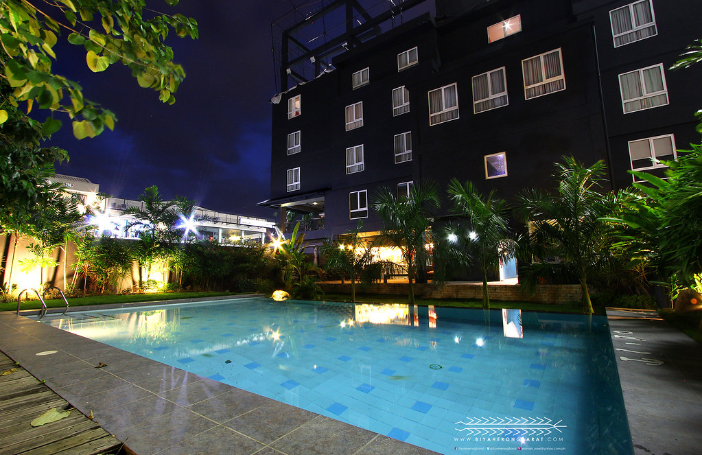 Swimming pool the henry hotel cebu city banilad