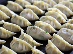 xiaolongbao(0.0), produce(0.0), varenyky(0.0), dessert(0.0), mandu(1.0), momo(1.0), wonton(1.0), pelmeni(1.0), food(1.0), dish(1.0), dumpling(1.0), jiaozi(1.0), buuz(1.0), khinkali(1.0), cuisine(1.0), chinese food(1.0),