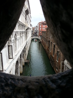 Imagine de Puntea Suspinelor. bridge venice sea water canal europe mediterranean palace ponte gondola palazzo sighs ducale sospiri