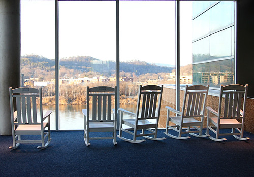 mountain reflection window chattanooga water glass canon river carpet aquarium chair tn chairs tennessee vista rockingchair rockingchairs chattanoogatn tennesseeaquarium chattanoogaaquarium canon24105 canon60d
