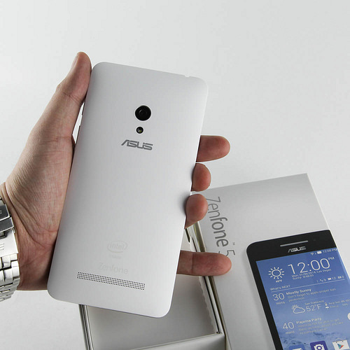 So sánh HTC Desire 616 và ZenFone 5 - 28367