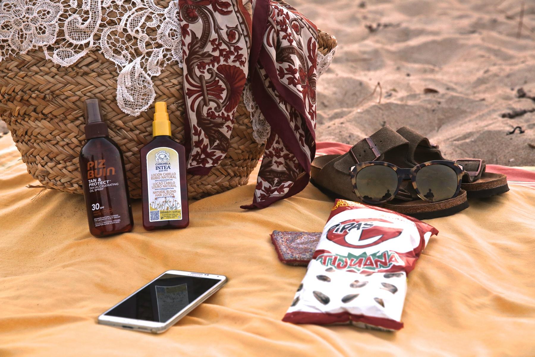 trendy_taste-look-outfit-street_style-boho-ootd-blog-blogger-fashion_spain-moda_españa-verano-crochet-vestido-bikini-hippie-dress-galicia-sunset-puesta_de_sol-piz_buin-4