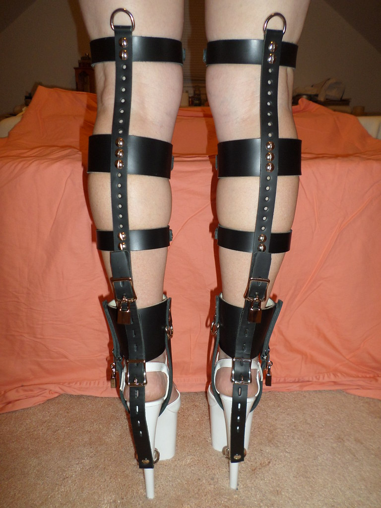 5ffdf75519c Tightly Strapped Black Leather Locking Shoe Braces
