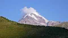 Szczyt Kazbek 5043m. Widok od Gergeti.