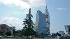 Nowoczesny wieżowiec z wbudowanym