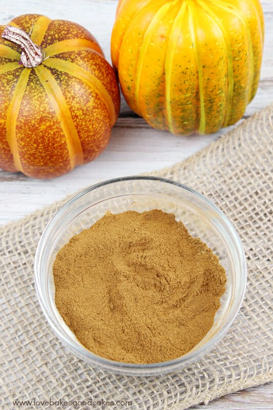 No Pumpkin Pie Spice? Don't fret! It's easy to make at home! #pumpkin #spice