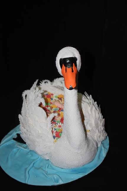 Swan Lake, a Birthday Cake by Jacques Rossouw of Super Mommy