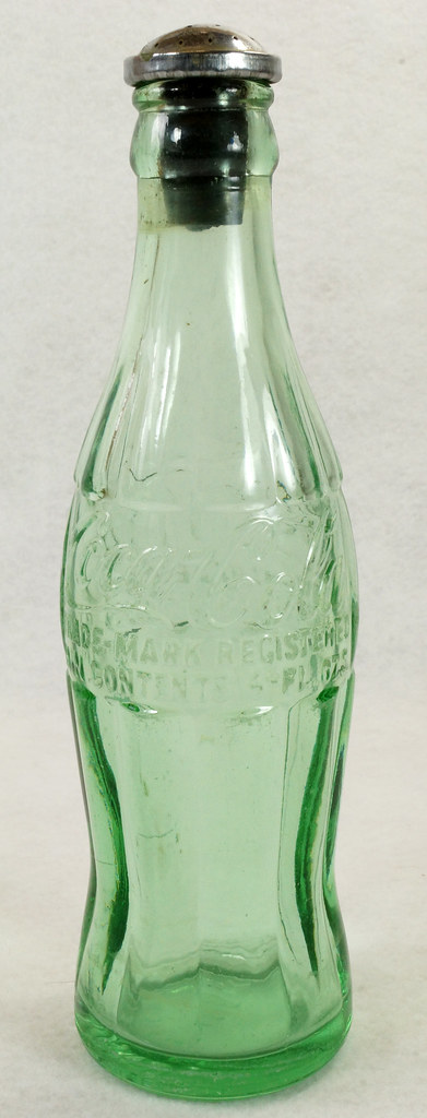 RD14936 Vintage Coca-Cola Green Hobbleskirt Bottle Pat D 105529 Portland Ore. 6oz Sprinkler Head Black Rubber For Ironing DSC06723