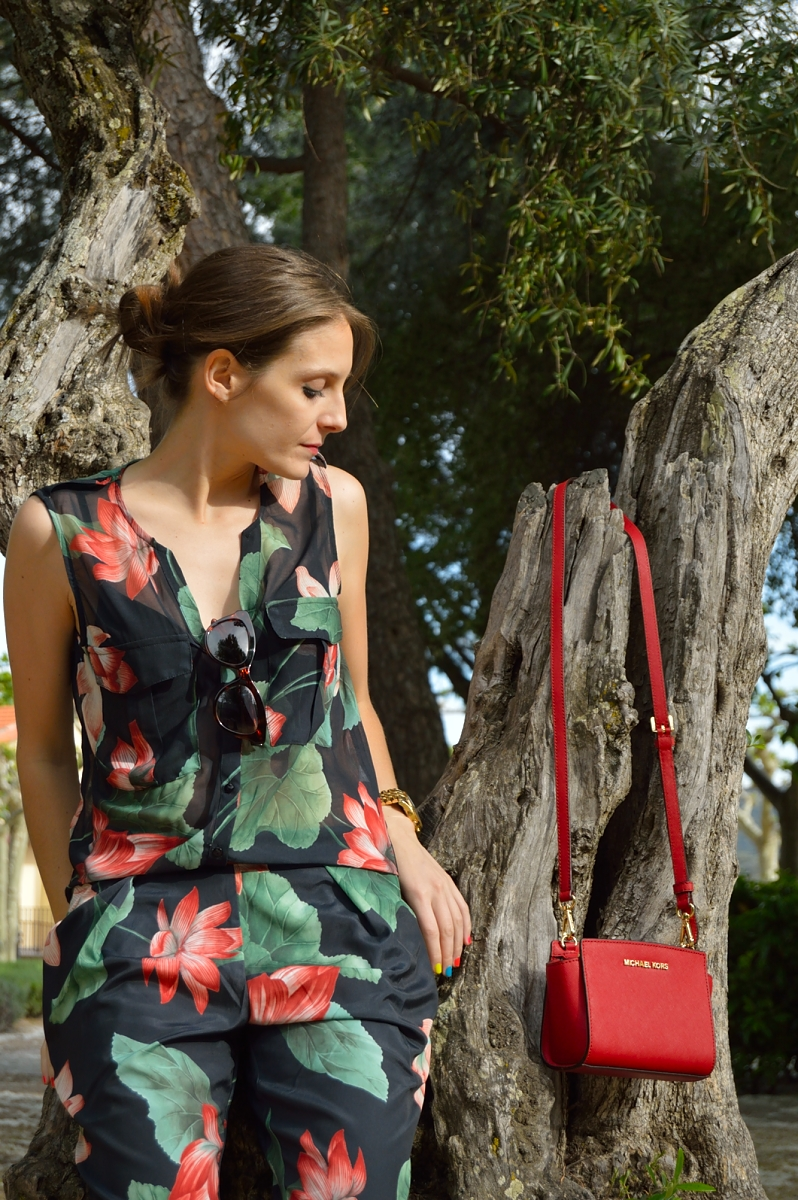 lara-vazquez-madlula-blog-color-red-mini-fashion-jumpsuit