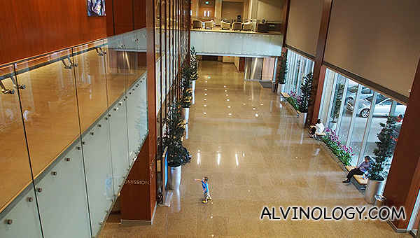 The spacious reception area where you will not see medical staff dashing around as they use another walkway