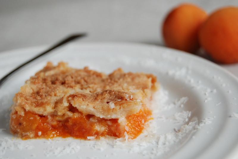 Apricot Shortbread Crisp - Almost Bananas