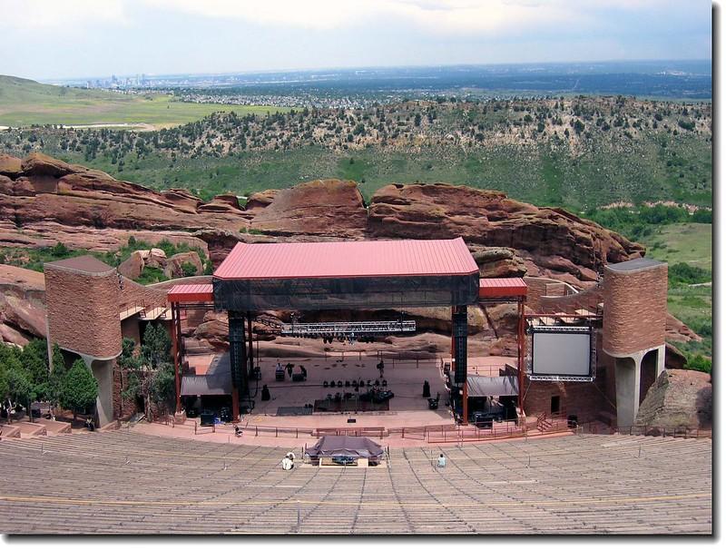俯瞰劇院(左後遠方為Denver down)
