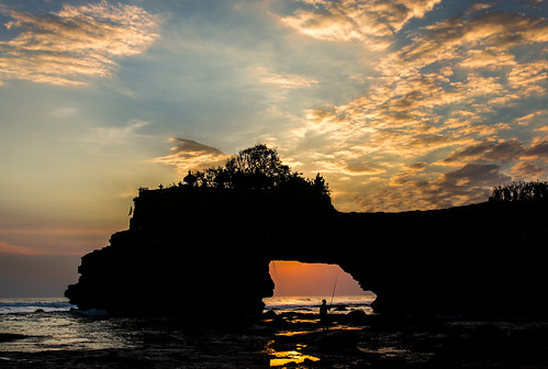 sunset bali silhouette clouds indonesia relax asia dramatic peaceful tanahlot