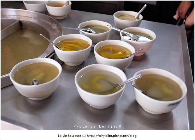 14720085067 d646c7944e b - 《台中♥食記》蕭爌肉飯 大川醬油。在地排隊店,讓人一吃就上癮的銅板小吃