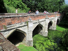 devil's bridge(0.0), moat(0.0), aqueduct(1.0), arch bridge(1.0), viaduct(1.0), waterway(1.0), bridge(1.0),