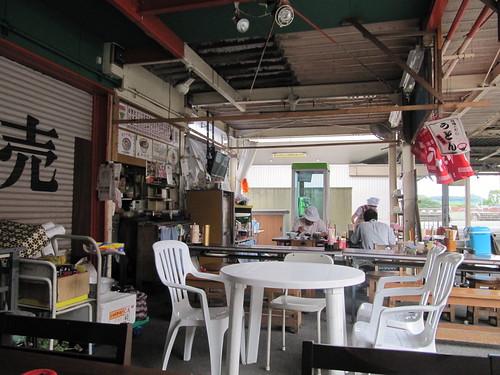 佐賀競馬場ののだ屋のテーブル