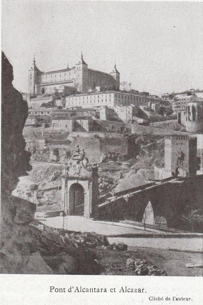 Puente de Alcántara y Alcázar a comienzos del siglo XX. Fotografía de Élie Lambert publicada en su libro Les Villes d´Art Célebres: Tolède (1925)