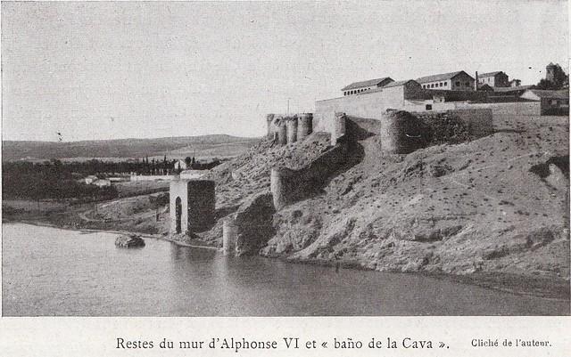 Murallas en el entorno del Baño de la Cava a comienzos del siglo XX. Fotografía de Élie Lambert publicada en su libro Les Villes d´Art Célebres: Tolède (1925)
