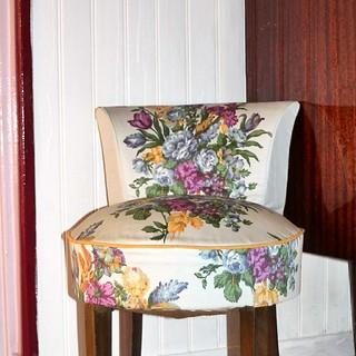 Néné a bien voulu lâcher le nouveau fauteuil, j'ai enfin pu le prendre en photo.